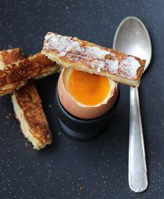 Oeuf trompe l'oeil : mousse au chocolat blanc et coulis de mangue