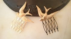 A cute addition to your bridal outfit or perfect for your bridesmaids. Bird Hair Combs Sparrow Hair Combs Gold Bird by OLIVIABRUN on Etsy