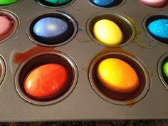easy way to color eggs