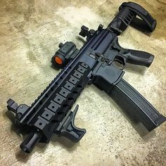 Save those thumbs Survival Weapons, Weapons Guns, Guns And Ammo, Zombie Weapons, Zombie Apocalypse, Survival Gear, Sig Sauer 9mm, Sig Mpx, Ar Pistol