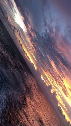 sea peace cominghome sky cloud boat sailing is part of Nature illustration - Aesthetic Movies, Sky Aesthetic, Aesthetic Videos, Aesthetic Backgrounds, Aesthetic Pictures, Aesthetic Wallpapers, Orange Aesthetic, Natur Wallpaper, Ocean Photography