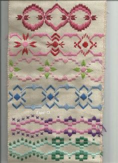 Discover thousands of images about Resultado de imagen para hardanger ponto reto Bargello Needlepoint, Broderie Bargello, Needlepoint Stitches, Needlework, Embroidery Online, Learn Embroidery, Embroidery Patterns, Hand Embroidery, Swedish Embroidery