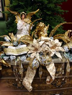 #Christmas #Angel , Gold and Champagne Garland for the mantel.