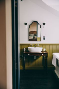 Bathroom decor guide - Like A Picture Perfect Home Using This Type Of Helpful Interior Design Advice Home Interior, Bathroom Interior, Interior And Exterior, Interior Design, Eclectic Bathroom, Bathroom Chair, Interior Decorating, Neutral Bathroom, Design Bathroom