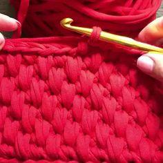 Você que Ama Crochê Aumente sua Renda em Até por Mês com Este Curso! Crochet Bag Tutorials, Crochet Videos, Crochet For Beginners Blanket, Knitting For Beginners, Crochet Waffle Stitch, Knit Crochet, Crochet Stitches Patterns, Knitting Patterns, Arm Knitting