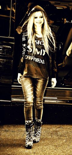 I Love Avril's clothes.