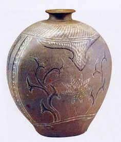 (Korea) Buncheong Ware Bottle. ca early 15th century CE. Joseon Kingdom, Korea. 22.7cm 분청상감모란 당초문편병.  해강도자미술관