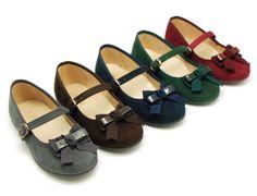 Tienda online de calzado infantil Okaaspain. Calidad al mejor precio fabricado en España. Mercedita en serratex con hebilla y lazo.