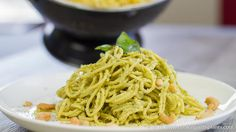 This no oil Avocado Cashew Pesto Spaghetti is a real crowd pleaser. So easy to make and tastes aboslutely amazing! Best of all it is dairy free and plant based! Yummy Vegetable Recipes, Plant Based Recipes, Whole Food Recipes, Vegetarian Recipes, Vegan Vegetarian, Tortillas, Tasty Video, Vegan Foods, Vegan Sauces