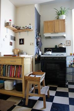 love the small compact kitchen    DCLead05101412.jpg