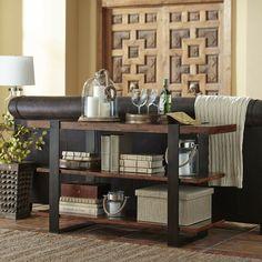 mesa consola con estantes detras del sofá de cuero en el salón moderno