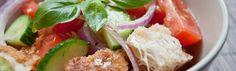 <p>La panzanella (ou pansanella)toscane est une salade très ancienne issue de la tradition paysanne. Un plat très simple à réaliser, préparé par les paysans qui restaient dehors toute la journée. L'ingrédient de base de cette recette est le pain rassis ramolli dans de l'eau vinaigrée. En effet la panzanella peut …</p>