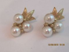 bd0dbbc5f #14k yellow Gold #Pearl #cluster #earrings #studs #Stud. Gemtrade Edith  Estate Jewelry