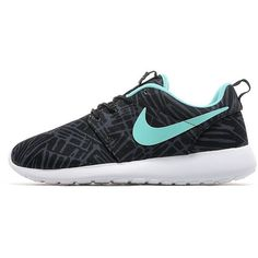 Nike Roshe One Print Women's ($100) ❤ liked on Polyvore featuring shoes, sneakers, traction shoes, nike sneakers, nike footwear, grip trainer and patterned shoes