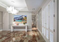 Este ático de estilo eclético, con esencia clásica y muebles de diseño os va a sorprender