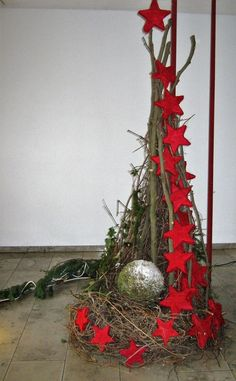There are various forms of outdoor Christmas decorations. Adding outdoor Christmas decorations may be a significant part your holiday decor. It is possible to find nearly every kind of outdoor Christmas decoration that it is possible to imagine. Diy Christmas Tree, Outdoor Christmas Decorations, Rustic Christmas, Simple Christmas, Christmas Time, Christmas Wreaths, Christmas Ornaments, Holiday Decor, Primitive Christmas