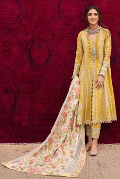 Pakistani Designer Suits, Pakistani Dress Design, Pakistani Outfits, Indian Designer Wear, Indian Outfits, Stylish Dress Designs, Stylish Dresses, Fashion Dresses, Women's Fashion