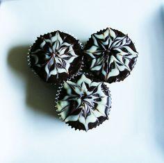 boston cream cupcake Boston Cream Cupcakes, Birthdays, Ethnic Recipes, Anniversaries, Birthday, Birth Day