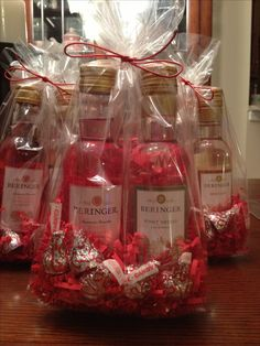 Mini wine gift bags Maybe a great bridal shower idea
