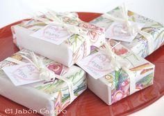 Jabones de Aceite de Oliva en color blanco para los detalles de boda de P & A.