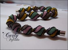 *P Curly beaded Beads - pattern: http://fofinhas-perlenstuebchen.over-blog.de/article-anleitung-zur-kette-curly-99031810.html