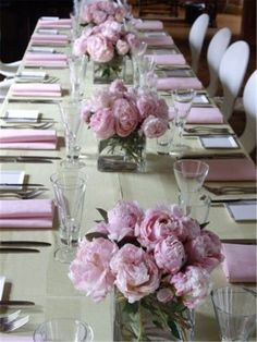 ideas for wedding table decorations peonies bridal shower Pink Table Decorations, Christmas Table Decorations, Wedding Table Centerpieces, Wedding Decorations, Centerpiece Christmas, Beautiful Table Settings, Table Seating, Easter Table, Flower Arrangements