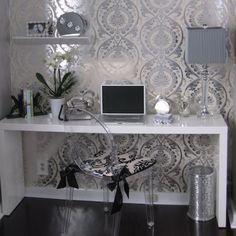 Papel de parede com aparador branco