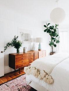 Bedroom Goals // white bed, neutral design