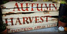 great autumn sign diy from a Pallet to Distressed Harvest Sign (Halloween Signs Wine) Fall Crafts, Holiday Crafts, Holiday Decor, Holiday Fun, Primitive Fall, Primitive Signs, Primitive Decor, Pinterest Crafts, Fall Projects