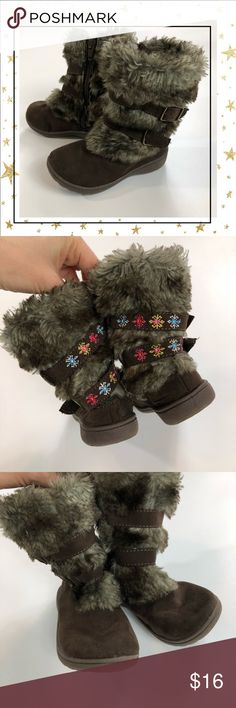 🔥Girls size 6 faux fur boots Good condition. Offers welcome. No trade Carter's Shoes Boots