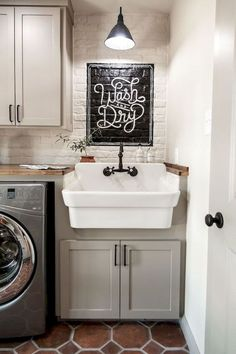 50 Fuctional Farmhouse Laundry Room Decor Ideas