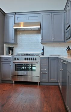 Another cabinet color idea // also like floor tone. Would look nice with white counter slab (vicastone) we picked.