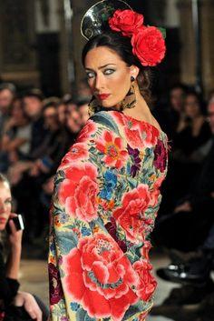 SPAIN / ANDALUSIA / Festivities -  Flamenco Traje de Flamenca - Susana-Pages - We-love-flamenco-2013-