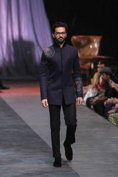 Manish Malhotra at Lakmé Fashion Week Winter/Festive 2015 Manish Malhotra Collection, Fashion Show, Mens Fashion, Vogue India, Groom Outfit, Lakme Fashion Week, Indian Couture, Sherwani, Modern Man