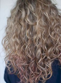 90 easy hairstyles for naturally curly hair - Hairstyles Trends Long Layered Curly Hair, Curly Hair With Bangs, Curly Hair Cuts, Curly Hair Styles, Thin Hair, Greasy Hair Hairstyles, Easy Hairstyles, Hair Perms, Layered Hairstyles