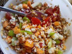 Salát z červené čočky a pohanky se zeleninou | recept. Salát jako oběd do práce nemusí být jen zelenin Fried Rice, Cobb Salad, Fries, Salads, Ethnic Recipes, Diabetes, Fitness, Hair, Beauty