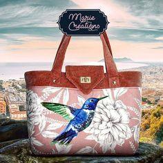 Marie créations sur Instagram: Élégant sac au design soigné. Détails intérieurs : Une poche séparatrice zippée et 2 poches plaquées dont une compartimentée. Fermeture…