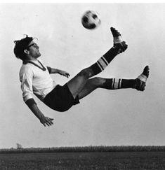 history of women's football - Google Search College Soccer, Goshen College, Indiana, Sir Alex Ferguson, Audio, Soccer Players, Old Photos, Kicks, Running