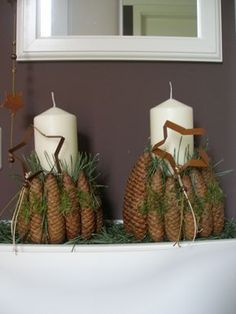 Christmas decoration with candle and cones- Weihnachtsdeko mit Kerze und Zapfen Christmas decoration with candle and cones More - Christmas Is Coming, Christmas And New Year, Christmas Time, Christmas Wreaths, Christmas Crafts, Christmas Decorations, Xmas, Christmas Ornaments, Holiday