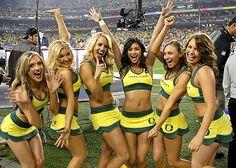 Oregon Cheerleaders, Football Cheerleaders, College Cheerleading, College Football Teams, Cheerleading Poses, Cheerleader Images, Cheerleading Pictures, King Sport, Sport Girl