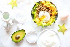 Bol de poké déjeuner au quinoa #pokebowl #breakfast #eggs #avocado #cheese #quinoa #fruits #healthybreakfast #healthyfood #eatright #eatclean #foodlover #nutrition #nutritionnist Poke Bowl, Avocado Egg, Diet And Nutrition, Quinoa, Eggs, Breakfast, Isabelle Huot, Foods, Pret A Manger