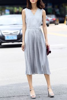 Solid Color V Neck Pleated Dress