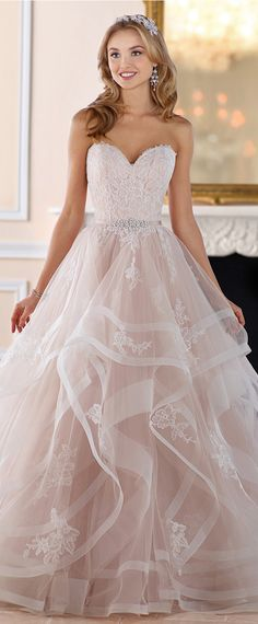 Charming Tulle Sweetheart Neckline A-Line Wedding Dresses With Lace Appliques