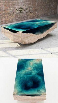tabe de salon design moderne. table basse design de couleur bleu foncé