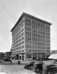 McLeod Building, Edmonton, 101 Ave. & 100 St. (McDougal & Rice Aves.). 1920's Edwardian Fashion, Alberta Canada, Back In The Day, Amazing Places, Street Photography, Places To See, The Good Place, Cool Photos, Nostalgia