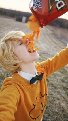 Cosplay of Bill Cipher from Gravity Falls 🤣 Gravity Falls Bill Cipher, Gravity Falls Au, Billdip, Cosplay Anime, Best Cosplay, Cosplay Pokemon, Avatar Cosplay, Cosplay Diy, Cosplay Makeup