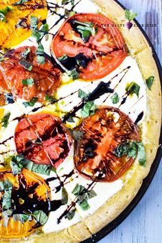Caprese pizza recipe with colorful heirloom tomatoes, chunky delicious slices of fresh mozzarella, and basil leaves, the BEST and FRESHEST Caprese Pizza! Pizza Recipes, Appetizer Recipes, Appetizers, Caprese Pizza, Balsamic Glaze, Heirloom Tomatoes, Fresh Mozzarella, Vegetable Pizza, Side Dishes