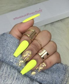 How to choose your fake nails? - My Nails Aycrlic Nails, Neon Nails, Stiletto Nails, Neon Yellow Nails, Coffin Nails, Yellow Nails Design, Nail Polishes, Matte Nails, Summer Acrylic Nails