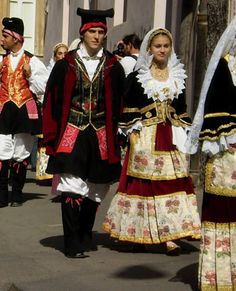 Traditional costume of Italy...costume of their decor with a lot of fabric, detail embroidery..It looks like royal oufit.