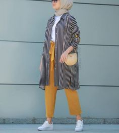 Plaid and Stripped Dress Inspiration for Hijabies – Girls Hijab Style & Hijab . Plaid and Stripped Dress Inspiration for Hijabies – Girls Hijab Styl Modern Hijab Fashion, Street Hijab Fashion, Hijab Fashion Inspiration, Muslim Fashion, Modest Fashion, Fashion Ideas, Hijab Fashion Summer, Fashion Muslimah, Abaya Fashion